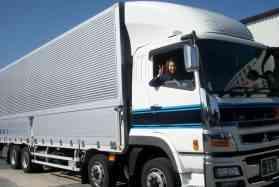 大型トラックドライバー(本社)【仕事好きの仲間がたくさん!楽しい職場です】